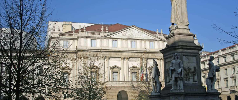Monument Leonardo da Vinci in Piazza della Scala