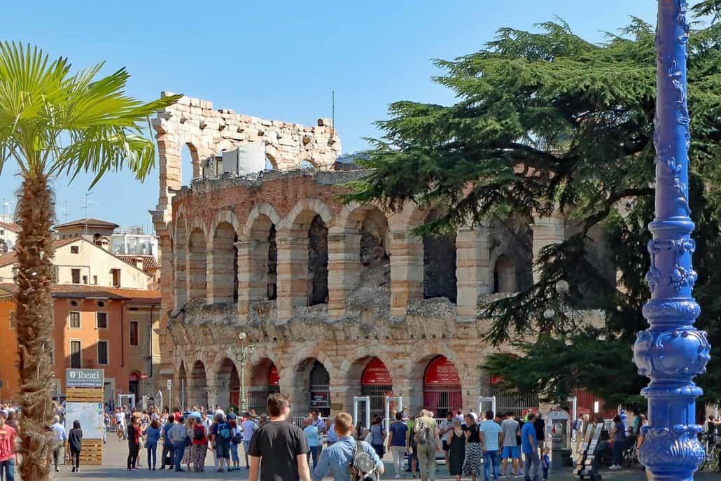 Piazza Brà mit der Arena di Verona