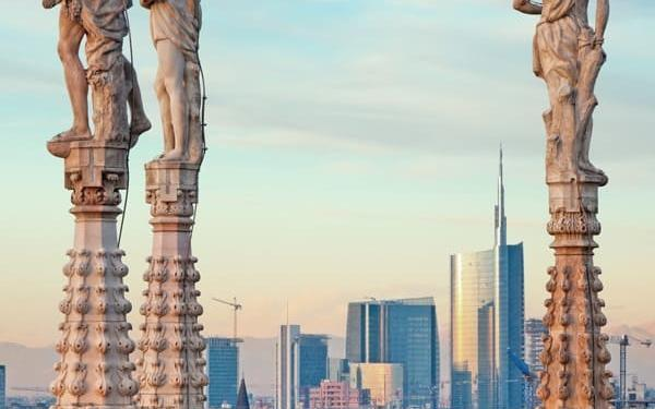 Visit the skyline of Milan for the terraces of the cathedral